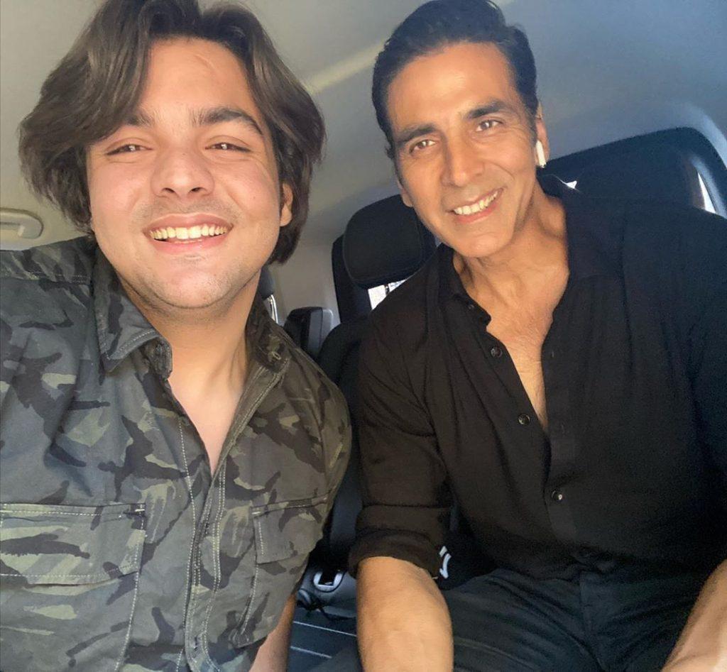 Ashish Chanchalani with Akshay Kumar -Starwikibio Source:-Instagram.com