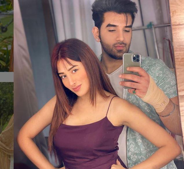 mahira sharma image with her boyfriend paras chabbra