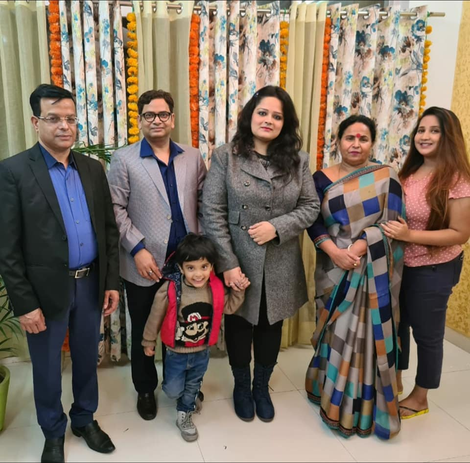 subuhi khan Family image
