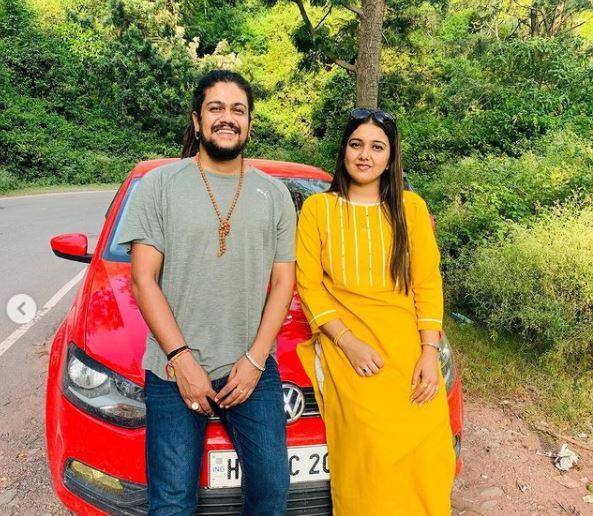 hansraj raghuwanshi withhis girlfriend Komal Saklani