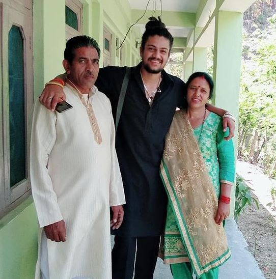 hansraj raghuwanshi with his family father and mother