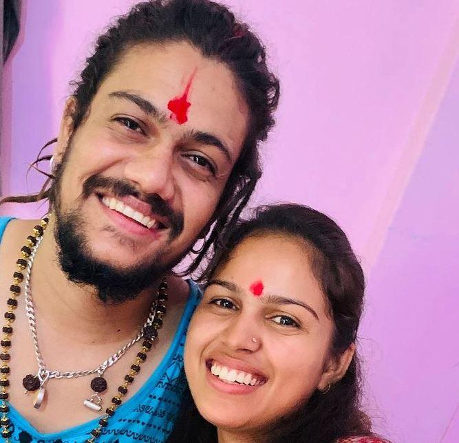 hansraj raghuwanshi with his sister